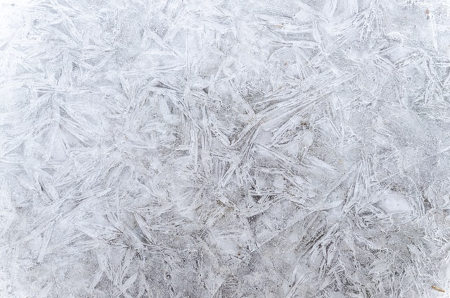 How should you defrost your windscreen without causing damage?